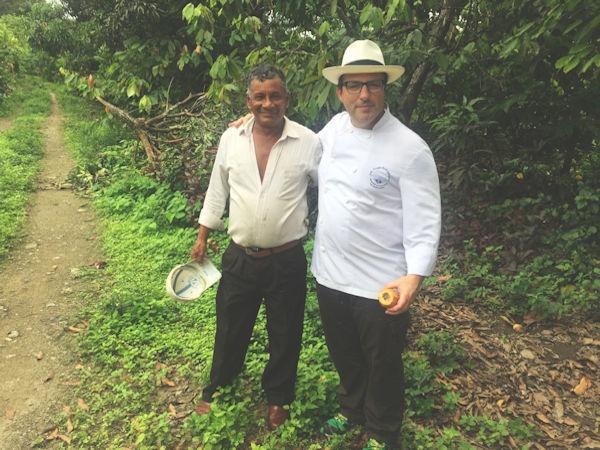 Kankel Cacao - Bean to Bar - Juan Ángel Rodrigálvarez en una plantación en Perú